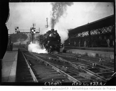 black-and-white 1927 train photo