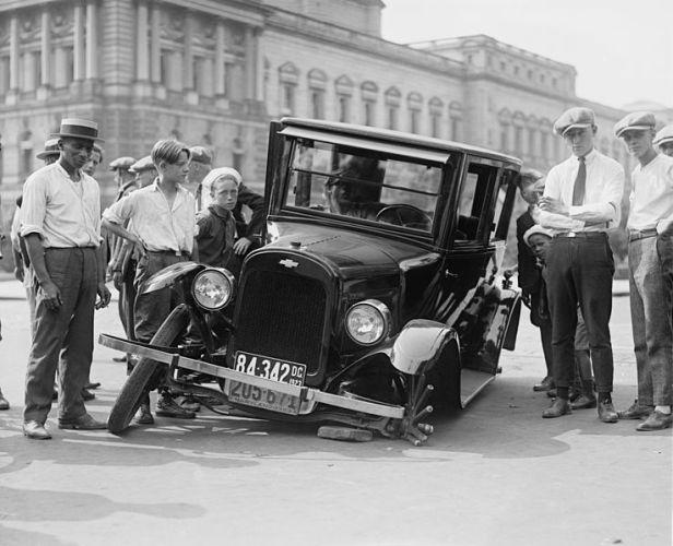 Auto wreck, 1923