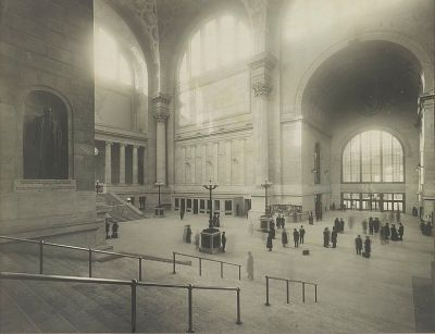 Pennsylvania_Station,_NYC,_Waiting_Room,_Cassatt_Statue