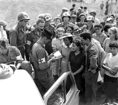 US_Army_medics_in_Orleans,_France_1944
