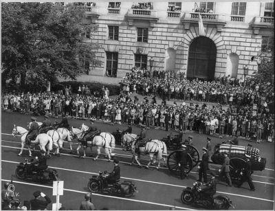 Franklin_Roosevelt_funeral_procession_1945