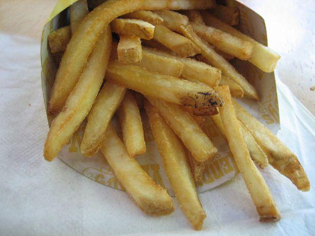 Natural_cut_fries_with_sea_salt